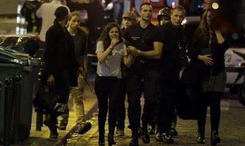 法国枪击爆炸事件60人死